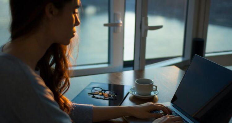Tjen penge online og undgå lån